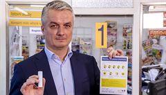 Česká pošta zavádí od středy povinné roušky v Praze na všech pobočkách. Klienti budou informováni letáky