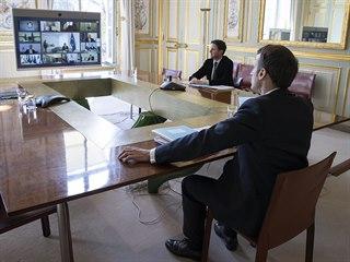 Francouzský prezident Emmanuel Macron během videosummitu s ostatními evropskými...