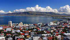 Poslanci plánují zahraniční cesty, zamířit chtějí i na Island