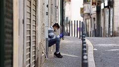 Portugalsko zavede karanténu v částech Lisabonu, v Itálii se bouří proti dalším omezením