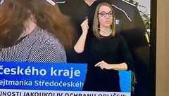 Nutnost odezírat ze rtů. Česká televize rozdala tlumočníkům zcela průhledné roušky