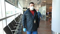 Do Česka každý týden dorazí tři letadla se zdravotnickým materiálem z Číny, potvrdil Hamáček