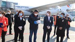 Na pražské letiště dorazilo 1,1 milionu respirátorů z Číny. Nyní budou převezeny do centrálního skladu
