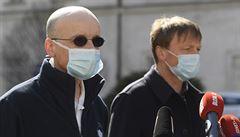 Pražská nemocnice podává pacientovi lék na koronavirus remdesivir. Gilead do Česka pošle možná stovky ampulí