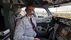 'O lety je mezi personálem velký zájem.' Kapitán letadla vypráví, jak z Číny odvážel ochranné pomůcky