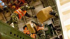 Letadla z Číny přivezla do Česka další zdravotnický materiál včetně čtyř milionů rukavic