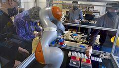 Robot Pipeťák z ČVUT pomůže Bulovce s testováním vzorků na koronavirus. Ulehčí práci laborantům