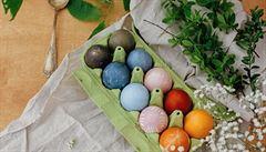 Velikonoce z domácích zásob. Čím barvit vajíčka a jak vyrobit přání?