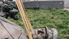 Praha 6 využila nouzový stav k odstranění Koněvovy sochy. Rozhodlo se o něm na nočním zasedání, řekl starosta