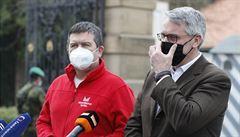 Zeman jednal s poradním týmem o koronaviru, v Lánech podpořil přijatá opatření