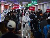 Čína mohla na počátku pandemie jednat rychleji, pochybení experti vidí i u Světové zdravotnické organizace