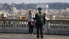 V Itálii počet zemřelých po nákaze koronavirem překročil 20 tisíc. V Německu je přes 120 tisíc případů nákazy, Francie prodloužila opatření