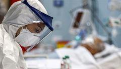 Může koronavirus 'parazitovat' na protilátkách? Snad nyní veřejnost pochopí důležitost očkování, doufá imunolog