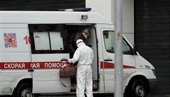 Rusové své vakcíně nevěří, ignorace viru má tvrdé důsledky. Do hry vstupuje diskriminace neočkovaných