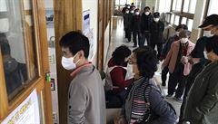 Sever oslavil Kimovy narozeniny navzdory viru. Jižní Korea uspořádala první plnohodnotné 'korovolby'
