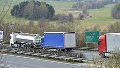 Provoz na dálnici D1 na Prahu zastavila nehoda tří nákladních aut, vytvořila se šestikilometrová kolona