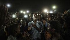 Poezie uprostřed krvavých protestů. World Press Photo vyhrál snímek japonského autora ze Súdánu