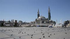 Turecko má přes 150 000 nakažených koronavirem a vyhlásí čtyřdenní karanténu, ve Francii 131 nových úmrtí