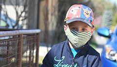 Vědci z Masarykovy univerzity chtějí vylepšit filtry do roušek a testují masky pro děti