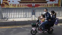 Život ve Wu-chanu se vrací do běžných kolejí, čínská vláda ale i nadále zadržuje občanské novináře