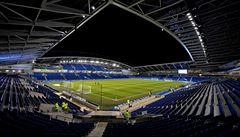 Nemohou zápasit, tak půjčují stadion zdravotníkům. Hrdě pomáhá i Brighton