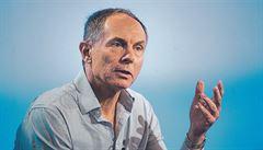 Ekonom Švejnar: Stát by měl dočasně vstoupit do krachujících podniků. Srovnání s érou socialismu odmítá