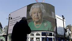 Koronavirus Brity nezdolá, zdůraznila královna Alžběta II. Také ujistila, že Velikonoce zrušeny nejsou