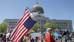 O podporu v nezaměstnanosti požádalo v USA dalších 3,8 milionu lidí. Analytici očekávali výraznější pokles