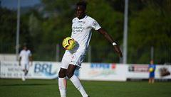 Dobré zprávy z Francie. Fotbalista Montpellieru Junior Sambia už není v umělém spánku