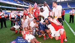 The Invincibles. Raději ani neslavte, slyšeli hráči Arsenalu, když před 16 lety získali titul