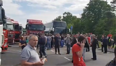 Ve Francii uvázly autobusy s více jak 200 Moldavany, převážně muži. Česko jim prý mělo zakázat průjezd