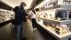 Téměř pětina Čechů podle průzkumu v nouzovém stavu víc pila alkohol, větší spotřebu přiznali zejména muži