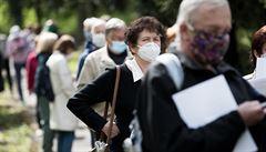 S uvolňováním opatření proti koronaviru souhlasí 69 procent Čechů. Krize by podle nich trvala příliš dlouho