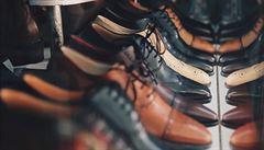 Boty se mohou zkoušet s ponožkou a po dezinfekci rukou, uvedl Havlíček