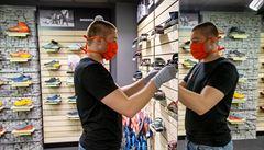 Obchody otevřely. Zákaz zkoušení oděvů mohl vymyslet jen chlap, znělo v krámech s oblečením