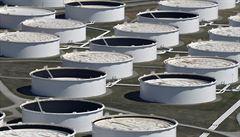Ropa znovu prudce zlevňuje. Na trhu sílí obavy, že těžební škrty nebudou stačit