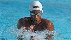 'Jako v džungli.' O olympiádě sní mezi rybami a želvami. Indický plavec trénuje ve vodní nádrži