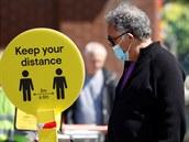 Britská vláda je terčem vtipů kvůli novému nařízení, kterému se začalo přezdívat ,zákaz sexu'