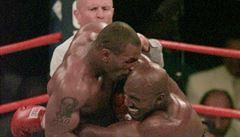 Pomstí Holyfield ukousnuté ucho? Tyson má nabídky na duel z celého světa, i od mistra světa v ragby