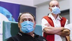 První pacient léčený remdesivirem má i po půl roce zdravotní potíže. Díky EU je lék běžně dostupný, zachraňuje životy