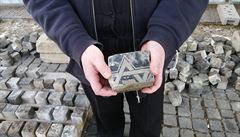 Na Václavském náměstí se našly stovky dlažebních kostek z židovských náhrobků. Jsou na nich zbytky textů