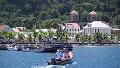 Koronavir připravil Karibik o turisty. Místní mafie se tak vrací k loupežím a prodeji drog