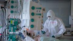 Po rekordním pondělku v Česku zmírnil nárůst nových případů koronaviru. Přibylo jich 61