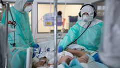 V nemocnicích je třeba zapojit další kapacity, lůžka s ventilátory jsou v Praze téměř zaplněná, řekl Prymula