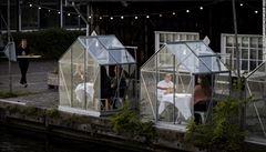 Elegantní řešení. Nizozemská restaurace postavila pro hosty skleněné budky