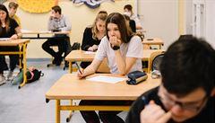 Střední školy od pondělí v rizikových regionech zavřou. Hudební výchova bude 14 dní bez zpěvu, ten je nebezpečný