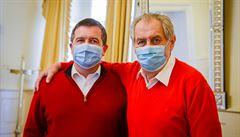 Zeman s Hamáčkem řešili další postup. Na schůzku si oba oblékli červené svetry a při setkání se objali