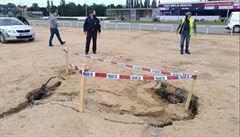 Na Letné se poblíž stadionu Sparty propadla země. Nedaleko se nachází tunelový komplex Blanka