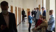 Soudci sahají za krize po e-justici. Práci v síni jim komplikují roušky a špatné odvětrávání