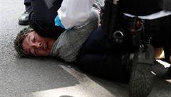 Brazílie hlásí další rekordní přírůstek nakažených, londýnská policie rozehnala protest v Hyde Parku